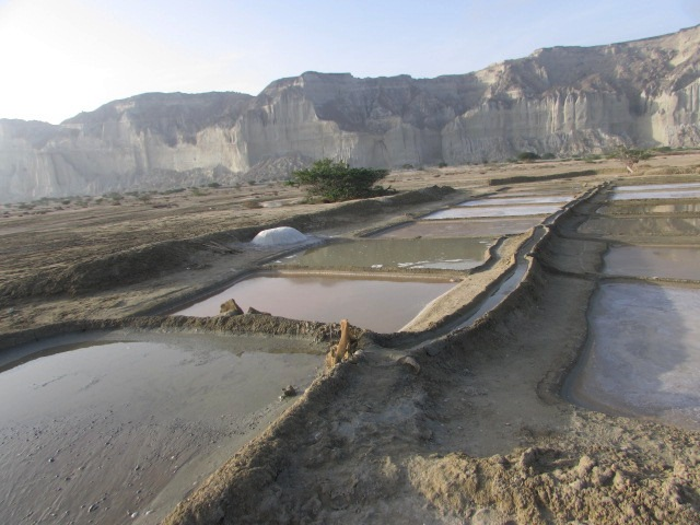 A view of the salt-making fields in Dhor Valley (Source: PakVoices)