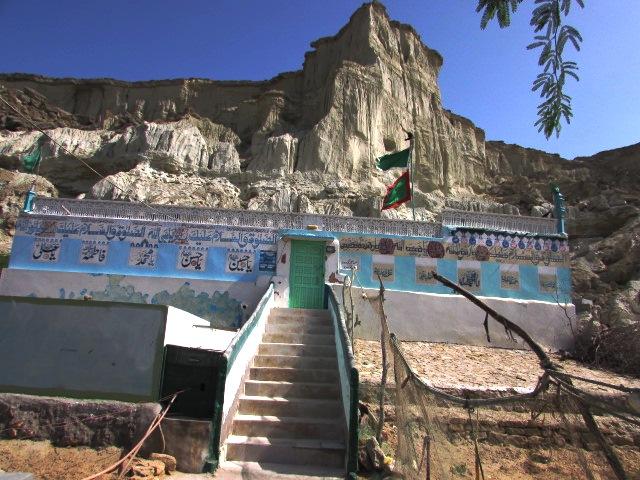 The shrine of Ghaus-e-Azam at Koh-e-Bateel